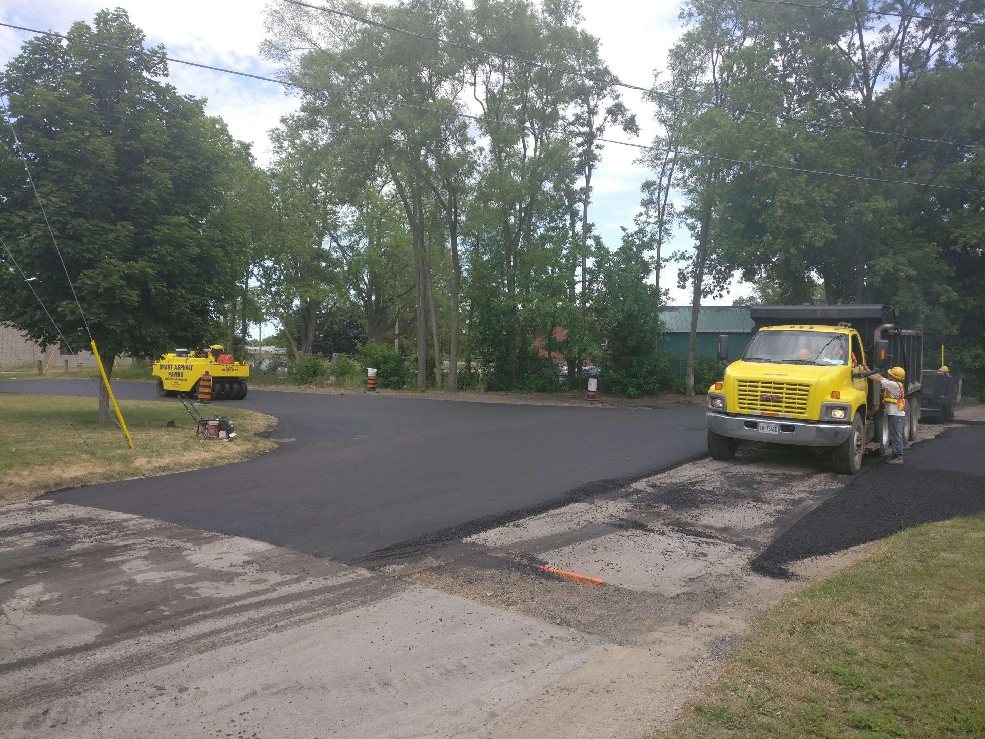 Unfinished paving of asphalt